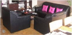 salon canapé deux fauteuils noirs