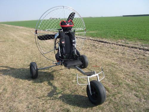 chariot z avec roues larges moteur f200 toulouse. Black Bedroom Furniture Sets. Home Design Ideas